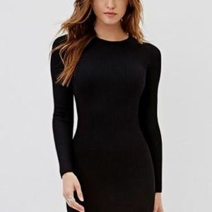 Black body-con mid-lengthy dress